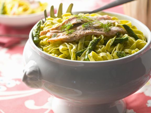 tagliatelle with green asparagus and salmon 530634